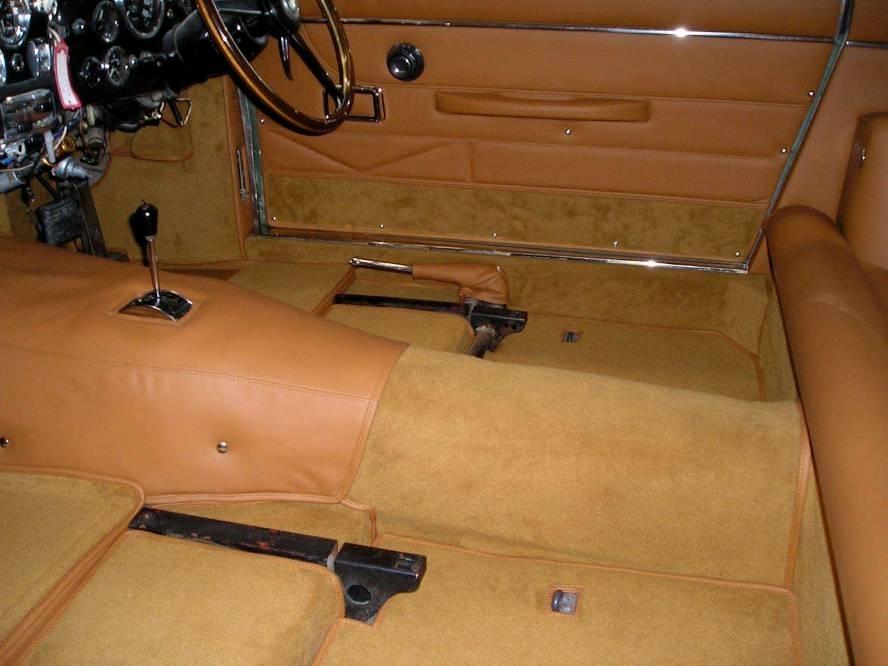 Kees van hoof bv autobekleding reparatie stoelen for Interieur auto bekleden